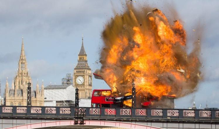 Felrobbantottak egy buszt London egyik hídján – szerencsére nem terrorakció volt 2