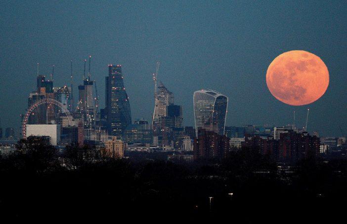 """Ilyen volt a tegnapi szuper ritka """"kék Hold és Holdfogyatkozás"""", ami részben Angliából is látszott 1"""