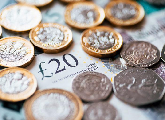 Fontos változások jönnek a fizetésekkel kapcsolatban 2019-től Nagy-Britanniában 1