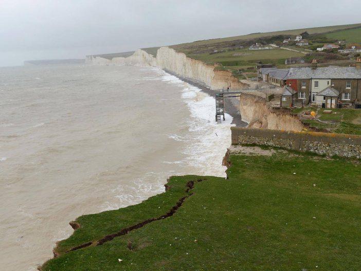 Egy egész családot holtan találtak Angliában a tengerparton 2