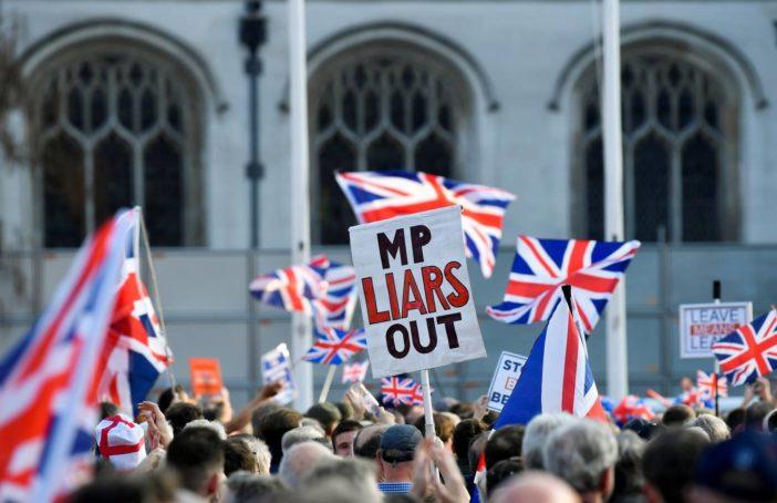 Még ki sem lépett Nagy-Britannia, de már több, mint £500-ot bukott rajta minden háztartás 1