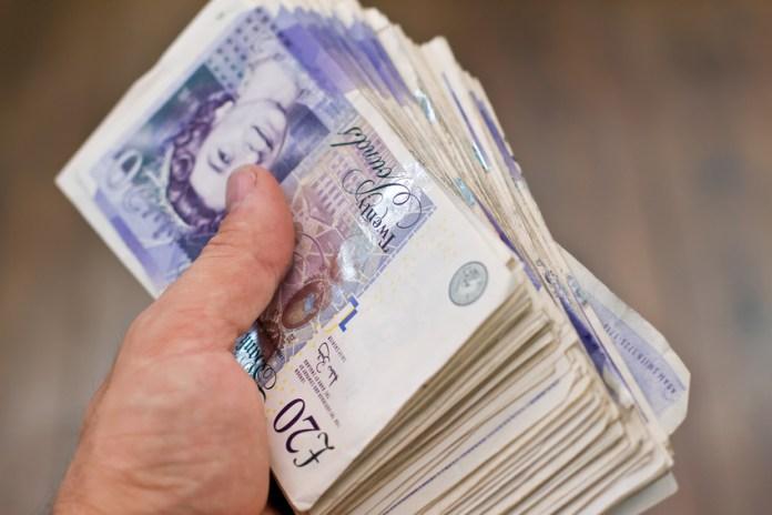 £10,000-os összeget javasol minden 55 év alatti polgárnak egy szervezet Nagy-Britanniában 2