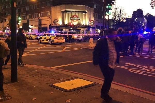 17 éves tinédzsert szurkáltak halálra egy forgalmas londoni metrómegálló előtt 2
