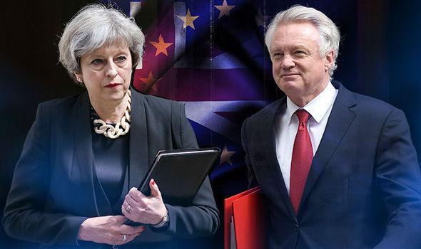 Saját volt Brexit minisztere is Theresa May ellen fog szavazni, közben több száz Brexit alkalmazott hagyta ott munkahelyét 2