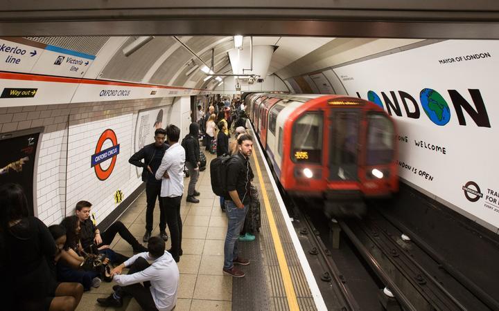 Hajtóvadászat indult a tettesek után, akik egy tömött metrókocsiban könnygázzal támadtak az utasokra 1