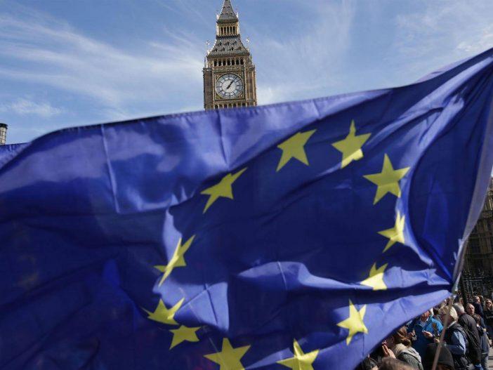 """Fontos szavazás jön ma a brit parlamentben a Brexitről: bukhat Theresa May a """"lázadó"""" párttagok miatt 2"""
