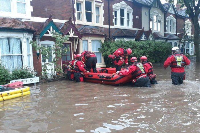 Hatalmas eső és áradás volt Anglia több pontján: 1 havi eső esett le egy óra alatt 2