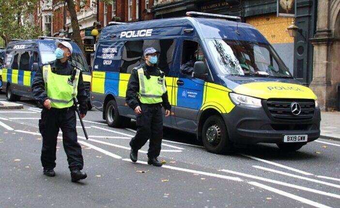 Gyalogosok közé hajtott egy kocsi Londonban: 1 kétéves kisgyermek életét vesztette 1