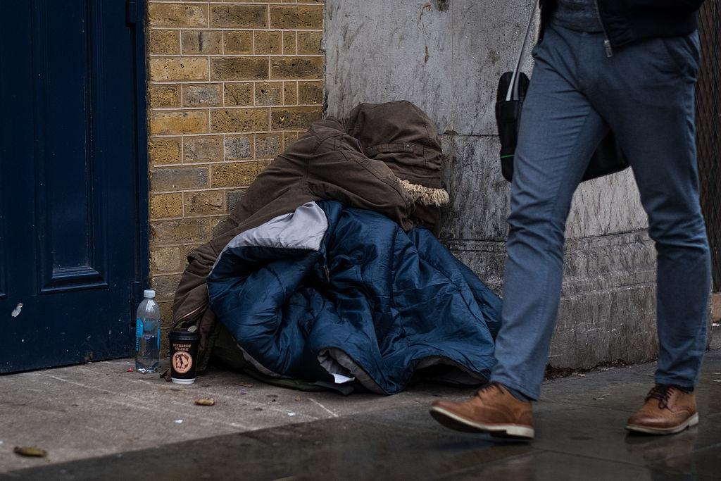 A kormány megszünteti a lakhatási támogatást a fiataloknak Nagy-Britanniában 2