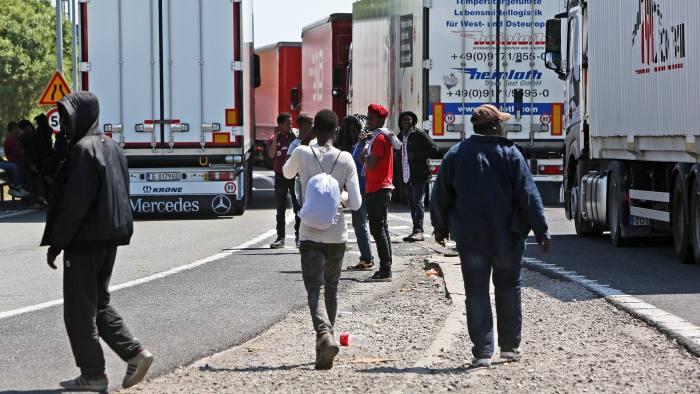 Egy migráns holttestének darabjait találták meg egy Nagy-Britanniába érkező busz tengelyébe gabalyodva 2