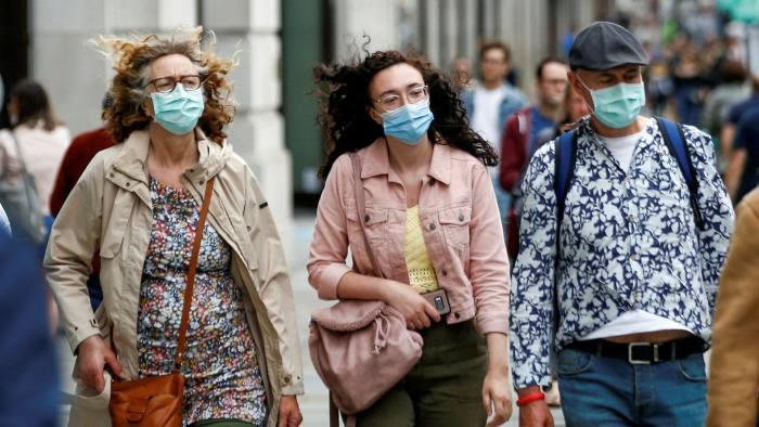 Koronavírus UK: új országok kerülhetnek a karantén listára, Boris Johnson pedig a 2. Hullámról nyilatkozott 1