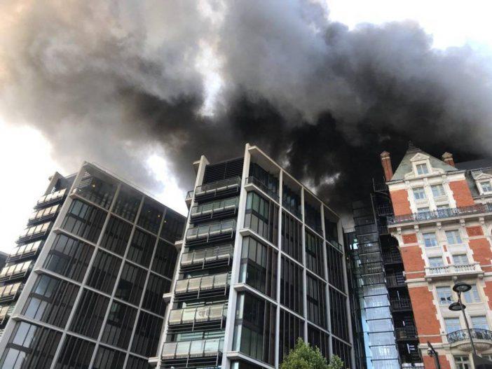 Tűz ütött ki London belvárosában az egyik luxushotelben: 120 tűzoltó oltotta a lángokat 2