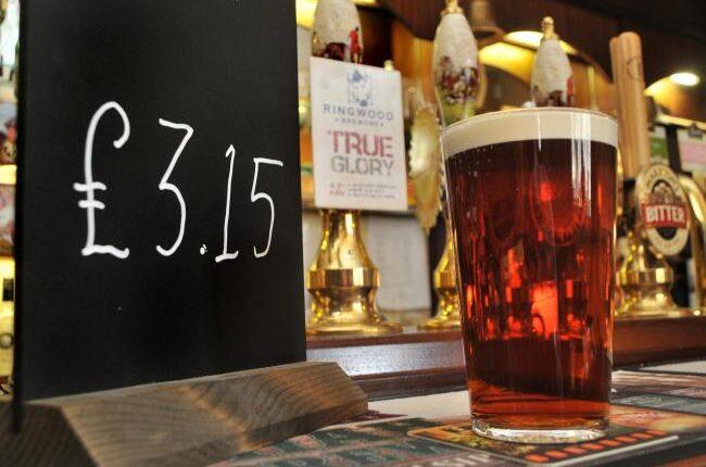 Elég jelentősen emelkedni fog egy korsó sör ára Nagy-Britanniában 1