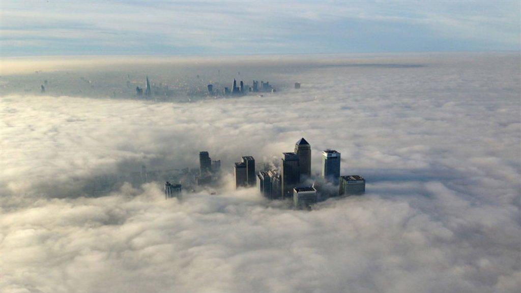 Hatalmas köd szállt Londonra, több száz repülőjáratot töröltek Anglia szerte 13