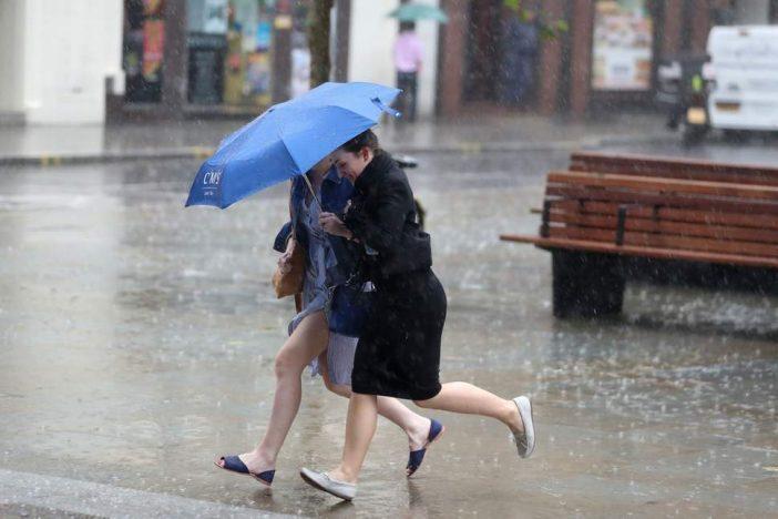 Esős, viharos hétvége jön, de visszatér a nyárias jó idő Angliába 2