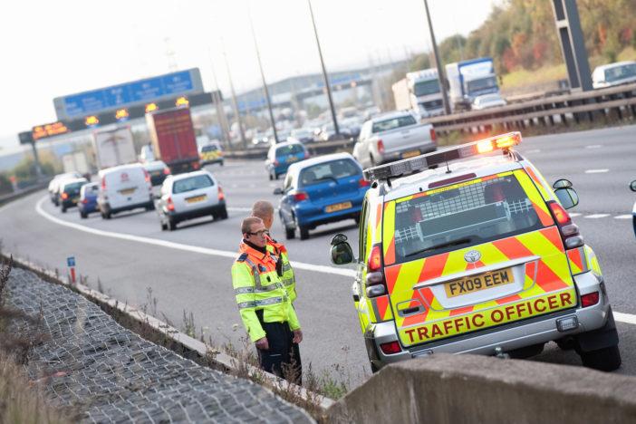 Saját és anyukája életét mentette meg egy 8 éves kisfiú, amikor édesanyja elájult vezetés közben Angliában 2