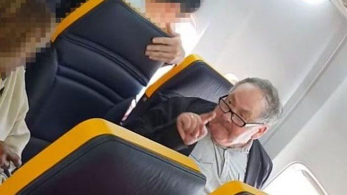 Balhé a Ryanair londoni járatán: már milliók látták az anyázó, rasszista öreg bácsit 1