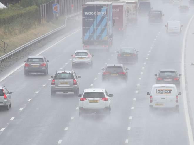Szakadó eső és szélviharok lesznek a hétvégén Nagy-Britanniában, miután egy hurrikán maradványa ér a térségbe 1