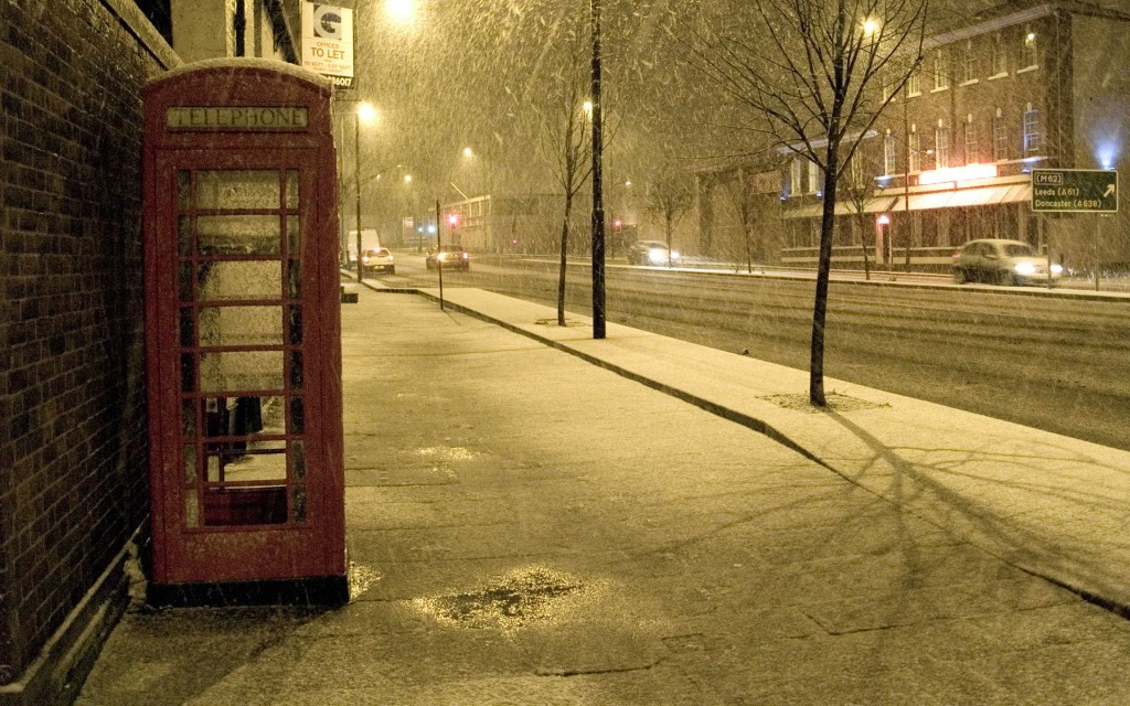 phone-booth-in-falling-snow