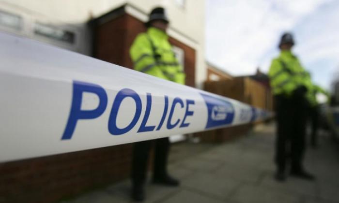 Kocsival hajtottak gyerekek közé, egy férfit pedig agyonlőttek az utcán Nagy-Britanniában 1