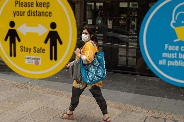 Koronavírus UK: újra 1000 fölött a napi fertőzések száma, és újabb városban vezettek be korlátozásokat 1