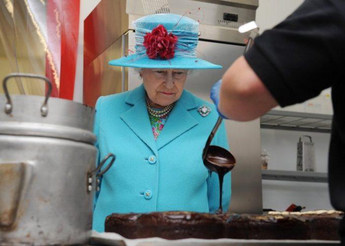 Az angol királynő szakácsot keres a Buckingham palotába, de a fizetésről igencsak megoszlanak a vélemények 1