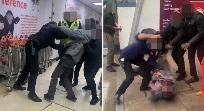 Egy vásárlóval verekedtek össze a Sainsbury's dolgozói Londonban 1