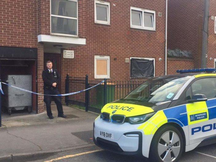 Egy fagyasztóba rejtve találták meg két nő holttestét egy londoni lakásban 2