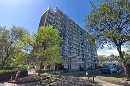 """Gyanús kettős haláleset Londonban: ketten """"zuhantak"""" ki a nyolcadik emeletről 2"""