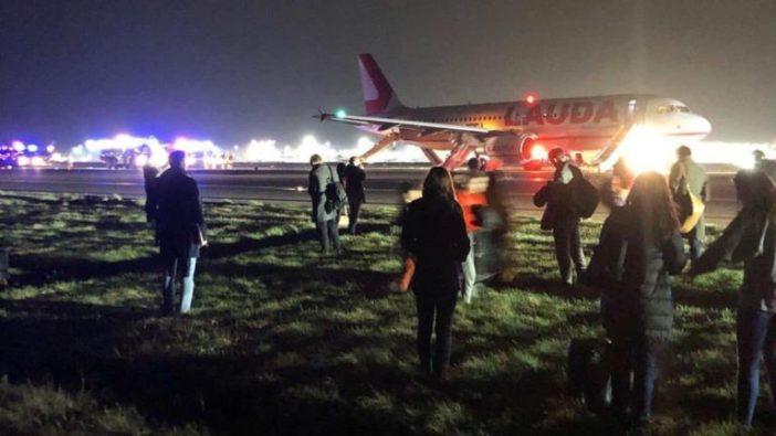 A kifutópályán kellett kimenekíteni az utasokat az egyik londoni járatból, miután felszállás közben egy hangos dörrenés volt hallható 2