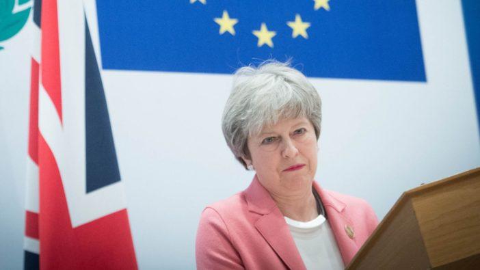 Már saját miniszterei fenyegetik Theresa May-t csoportos lázadással a megállapodás nélküli Brexit miatt 1