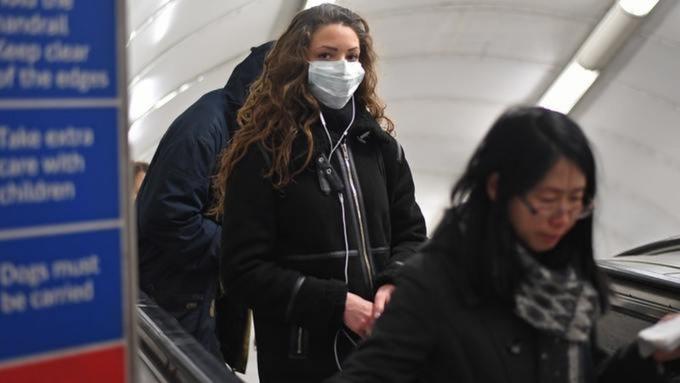 Angliában is megvan a koronavírus első halálos áldozata, a fertőzöttek száma 3 nap alatt triplájára nőtt 1
