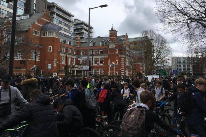 Több ezer fős tüntetés London belvárosában: biciklisek ezrei lepték el az utcákat 1