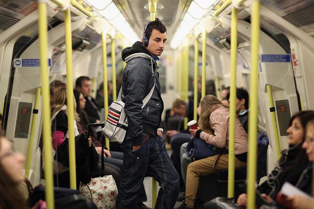 A 18 legidegesítőbb szokás a metrón Angliában, amitől kinyílik a bicska a zsebünkben 1
