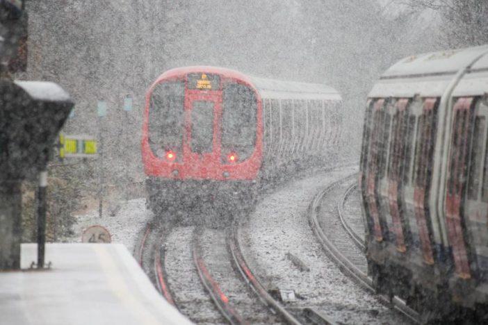 London ünnepi menetrend: melyik metró, DLR, overground üzemel karácsonytól szilveszterig 2