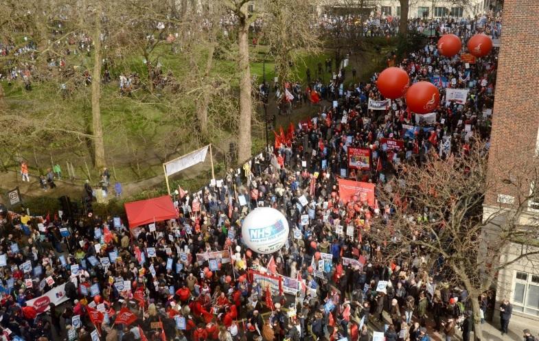 Több tízezer ember vonult az utcákra London belvárosában 1