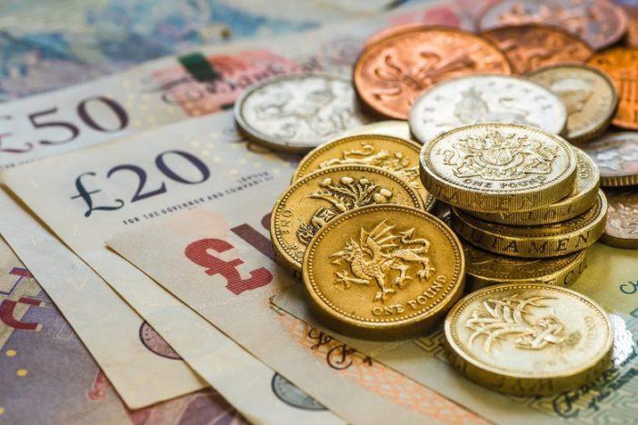 Nőttek a fizetések, csökkent a munkanélküliség Nagy-Britanniában (a legfrissebb hivatalos adatok) 2
