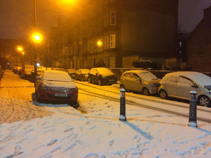 Ítéletidő és hóban elakadt járművek százai Nagy-Britannia egyik felén (fotókkal) 1