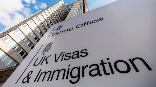 Több, mint 20,000 embernek NEM adtak ki információt a tartózkodási engedély megszerzéséhez Nagy-Britanniában 1