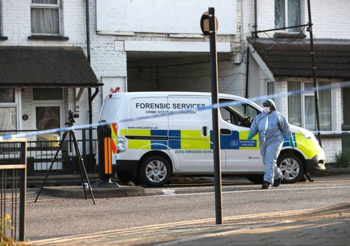 Fejen lőttek egy szüleivel sétáló 13 éves gyereket Londonban 2